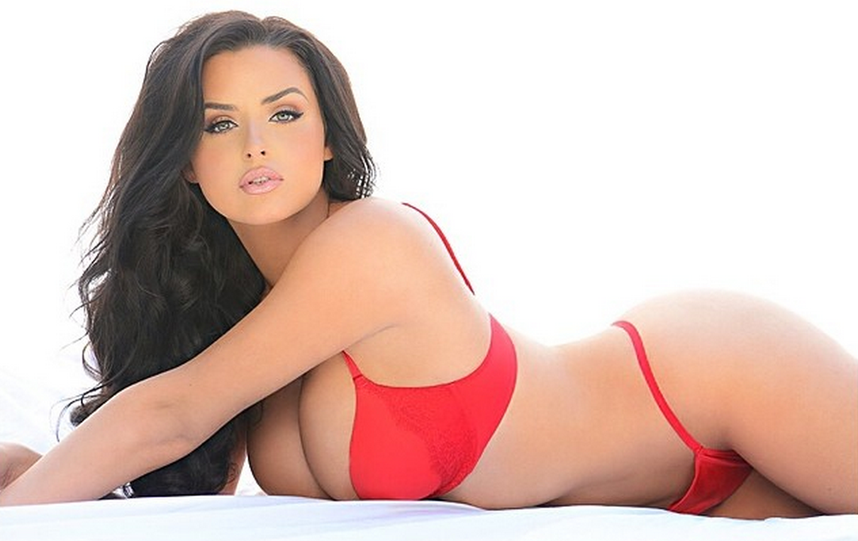 Abigail Ratchford uploads 2 inappropriate videos to instagram!