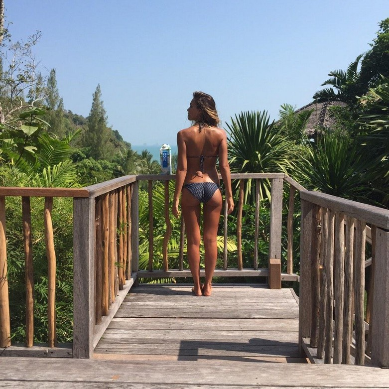 Jessica Alba in Bikini and Naked! 1