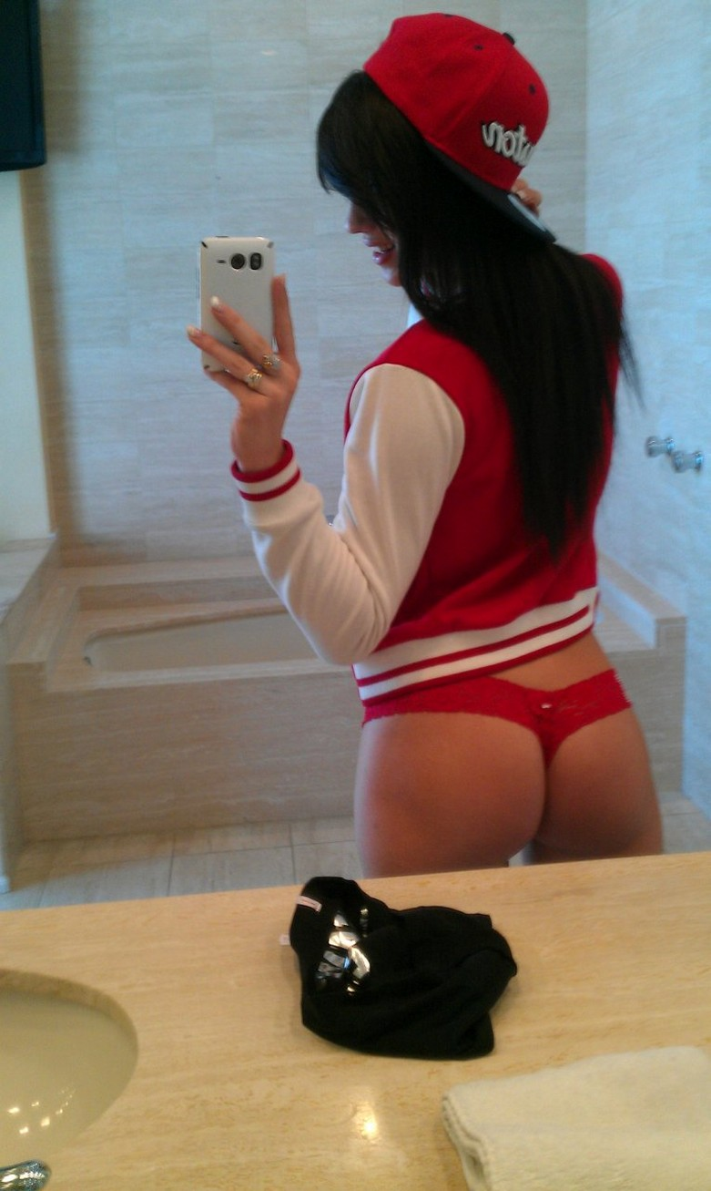 Check out the Fappening leaked nude photos of Sofia Kasuli 4
