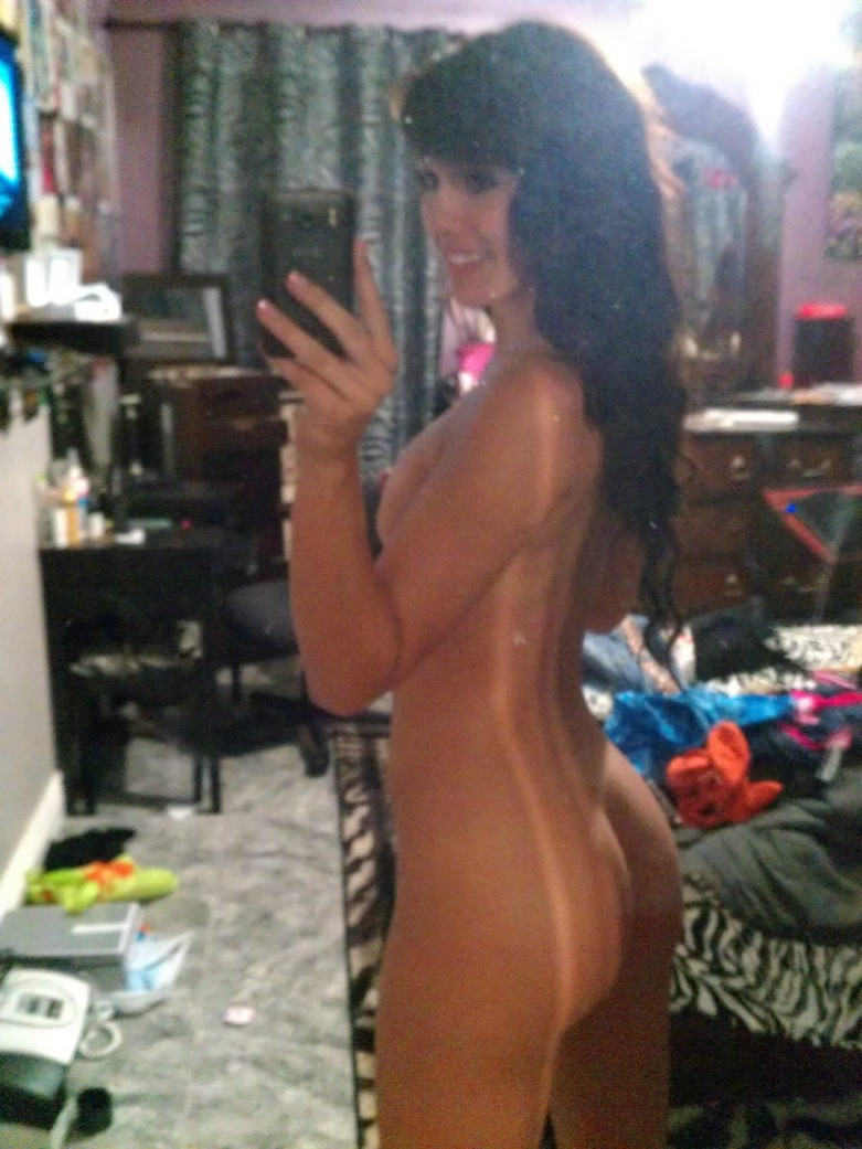 Check out the Fappening leaked nude photos of Sofia Kasuli 10