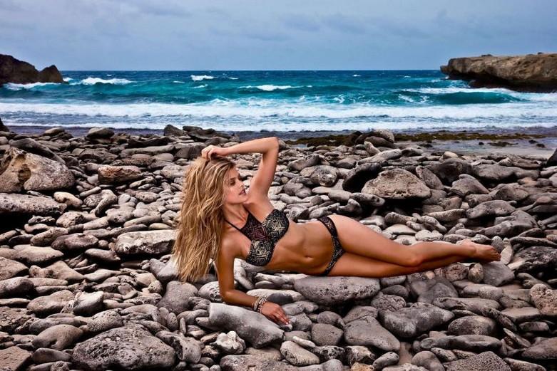 "Nina Agdal – ""Luli Fama"" Bikini Photoshoot! 2"
