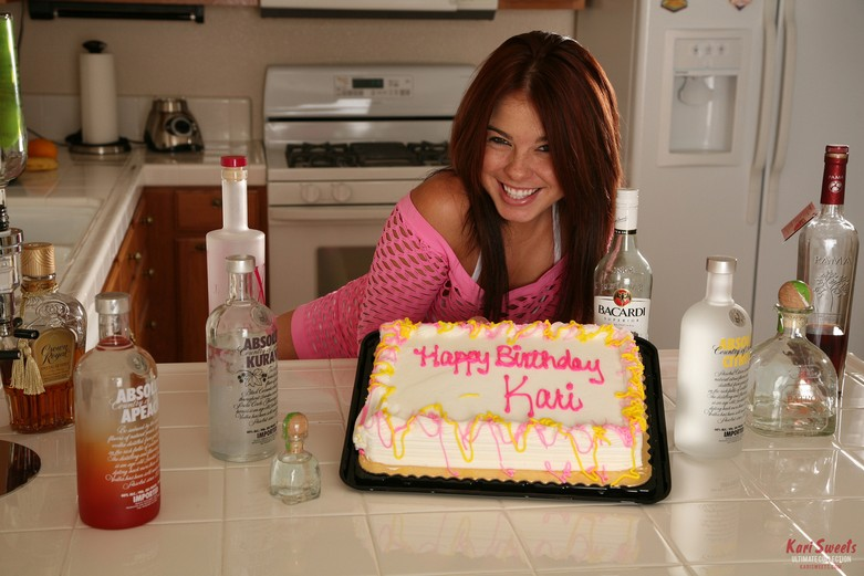 Kari Sweets spends her birthday in the right way... 1