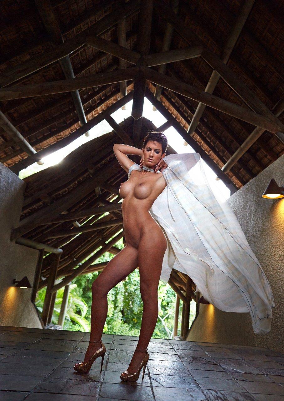 Isabell Horn Naked 3