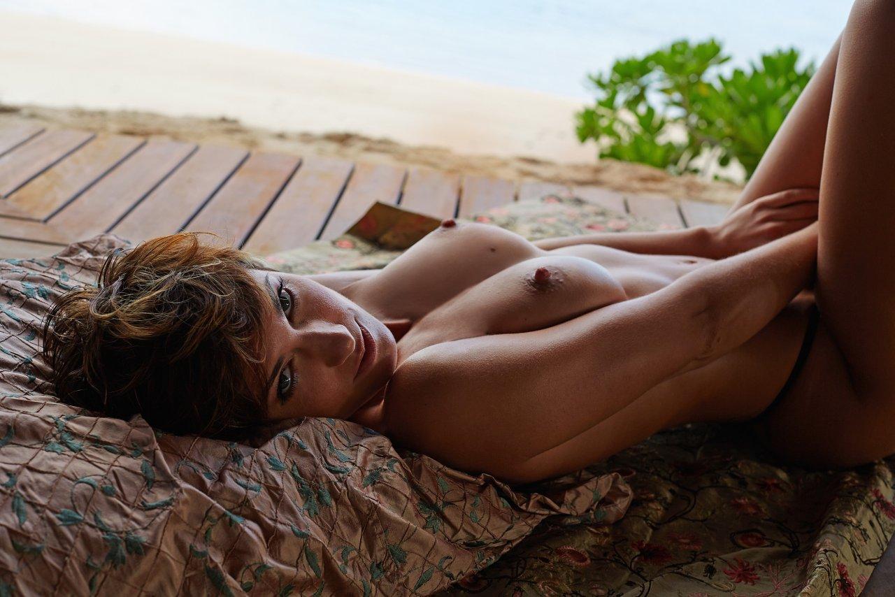 Isabell Horn Naked 5