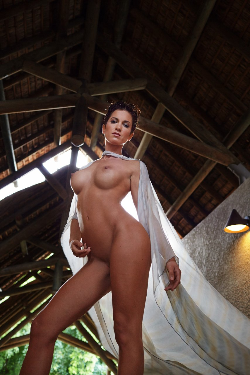 Isabell Horn Naked 9
