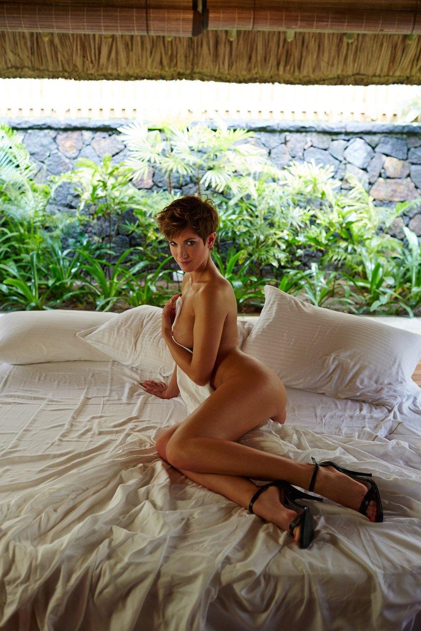 Isabell Horn Naked 17