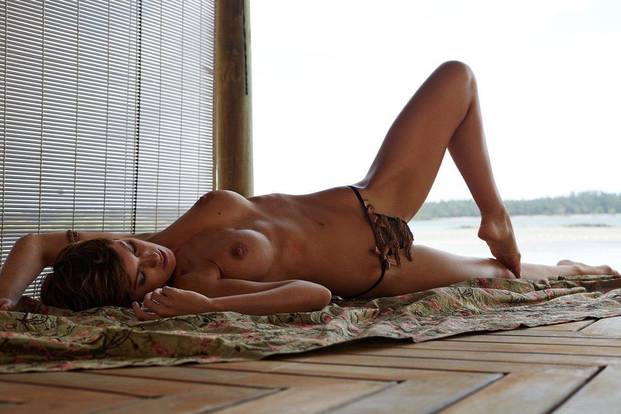 Isabell Horn Naked 28