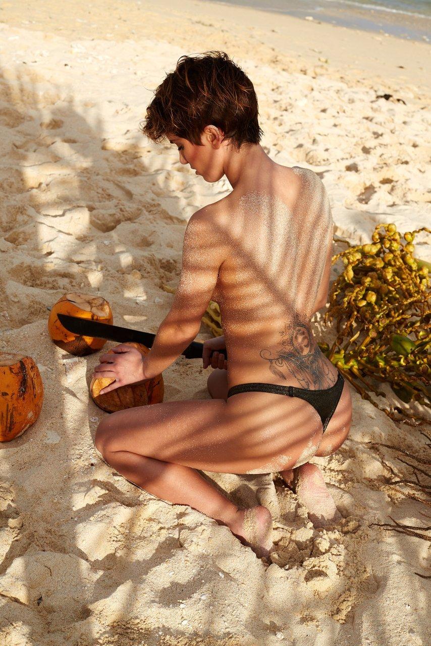 Isabell Horn Naked 29
