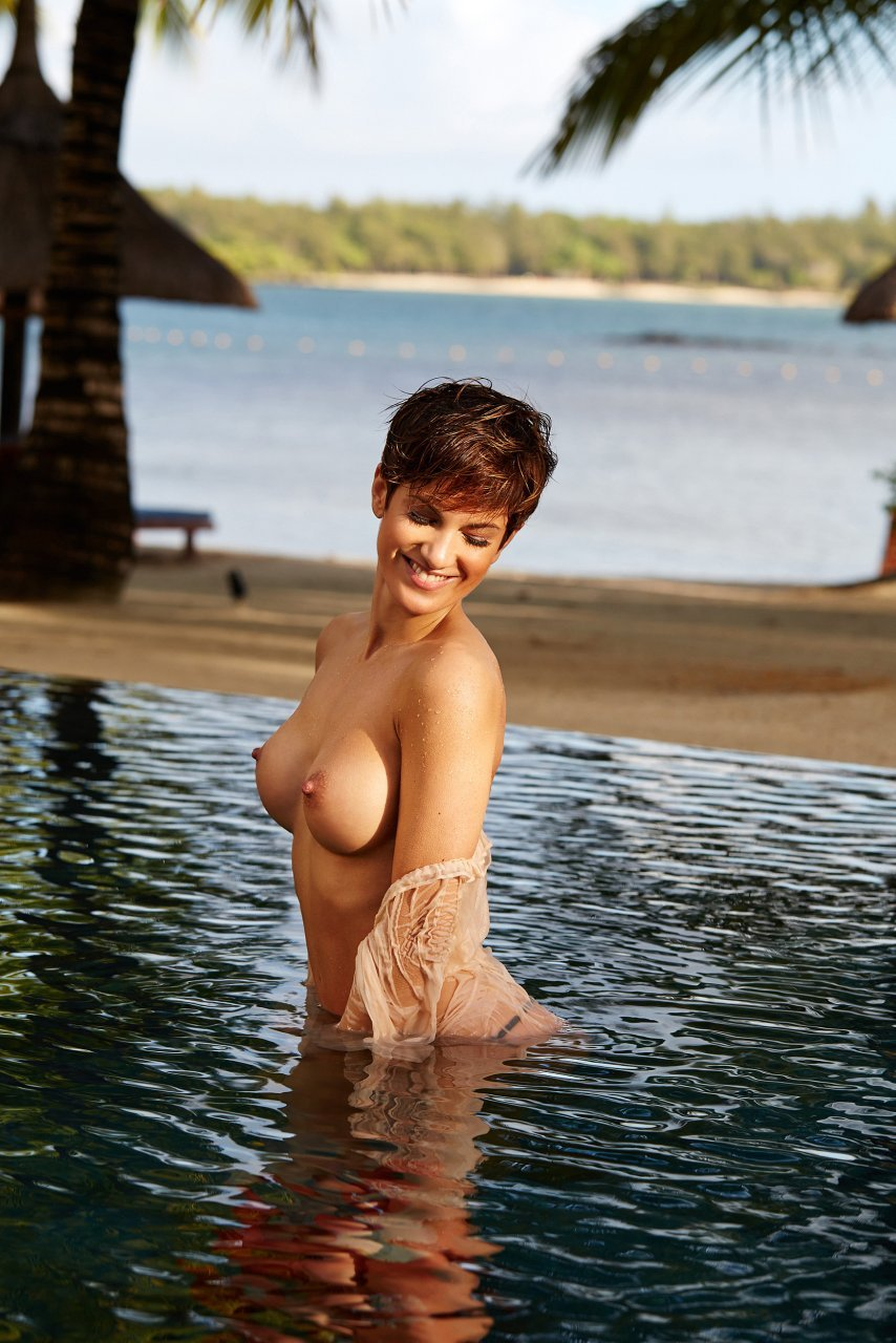 Isabell Horn Naked 34