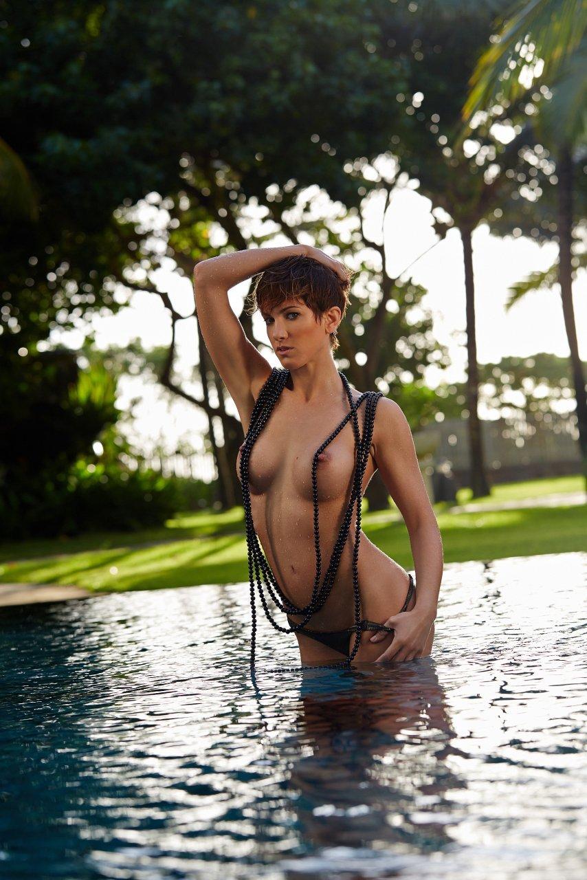 Isabell Horn Naked 36