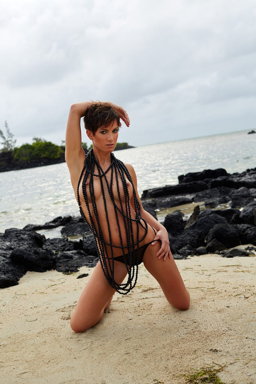 Isabell Horn Naked 41