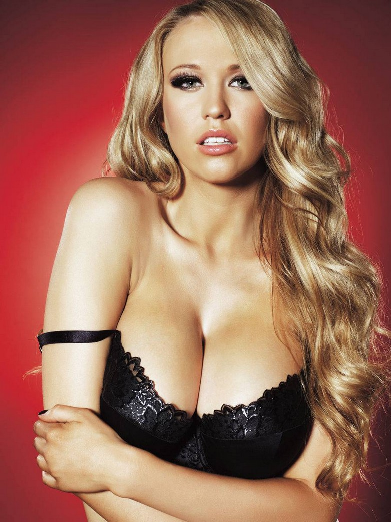 Sophie Reade – Nuts Magazine Topless Photoshoot! 2