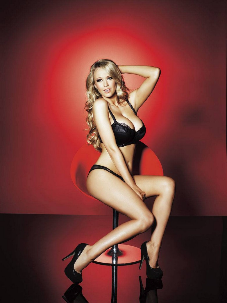 Sophie Reade – Nuts Magazine Topless Photoshoot! 3
