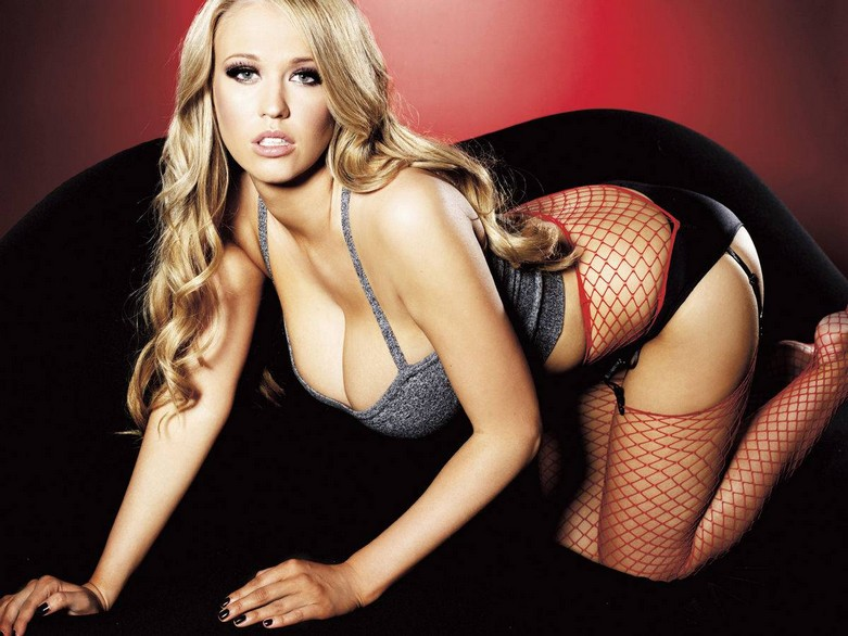 Sophie Reade – Nuts Magazine Topless Photoshoot! 5