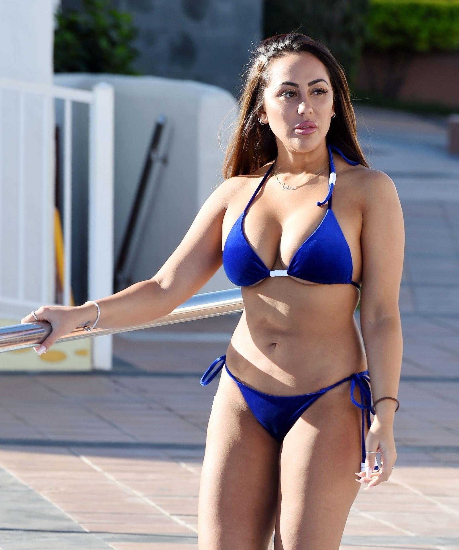 Sophie Kasaei Hot (10 Photos) 3