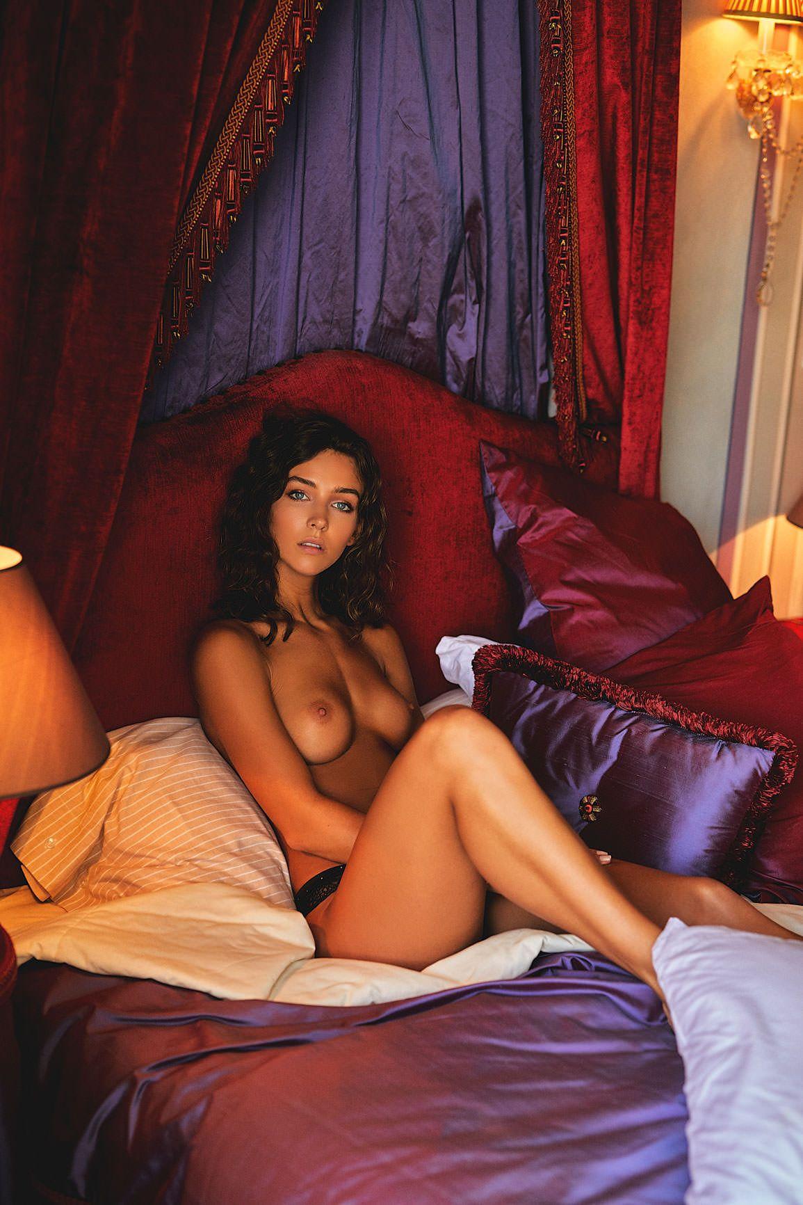 Rachel Cook Topless (9 Photos) 3