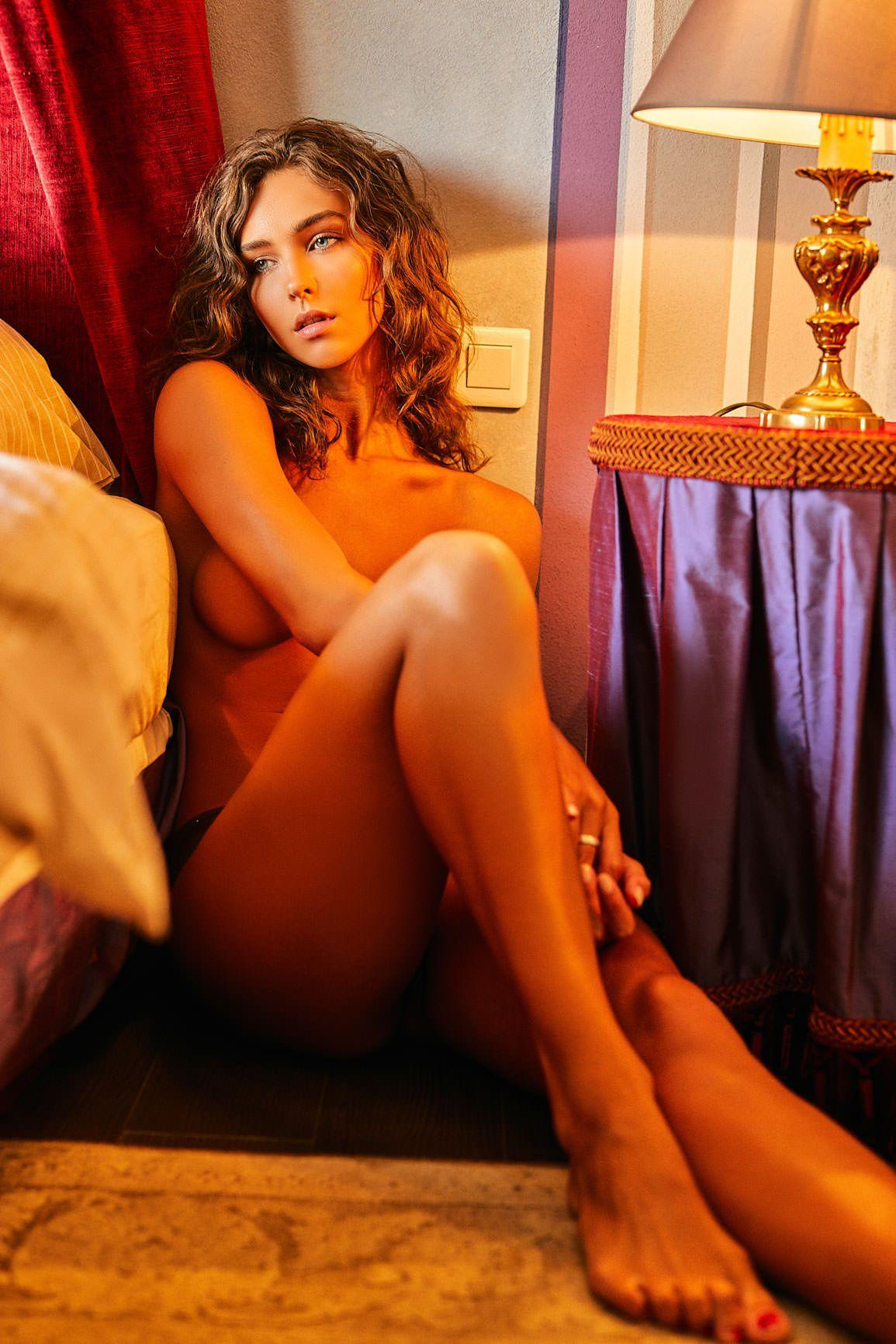 Rachel Cook Topless (9 Photos) 4