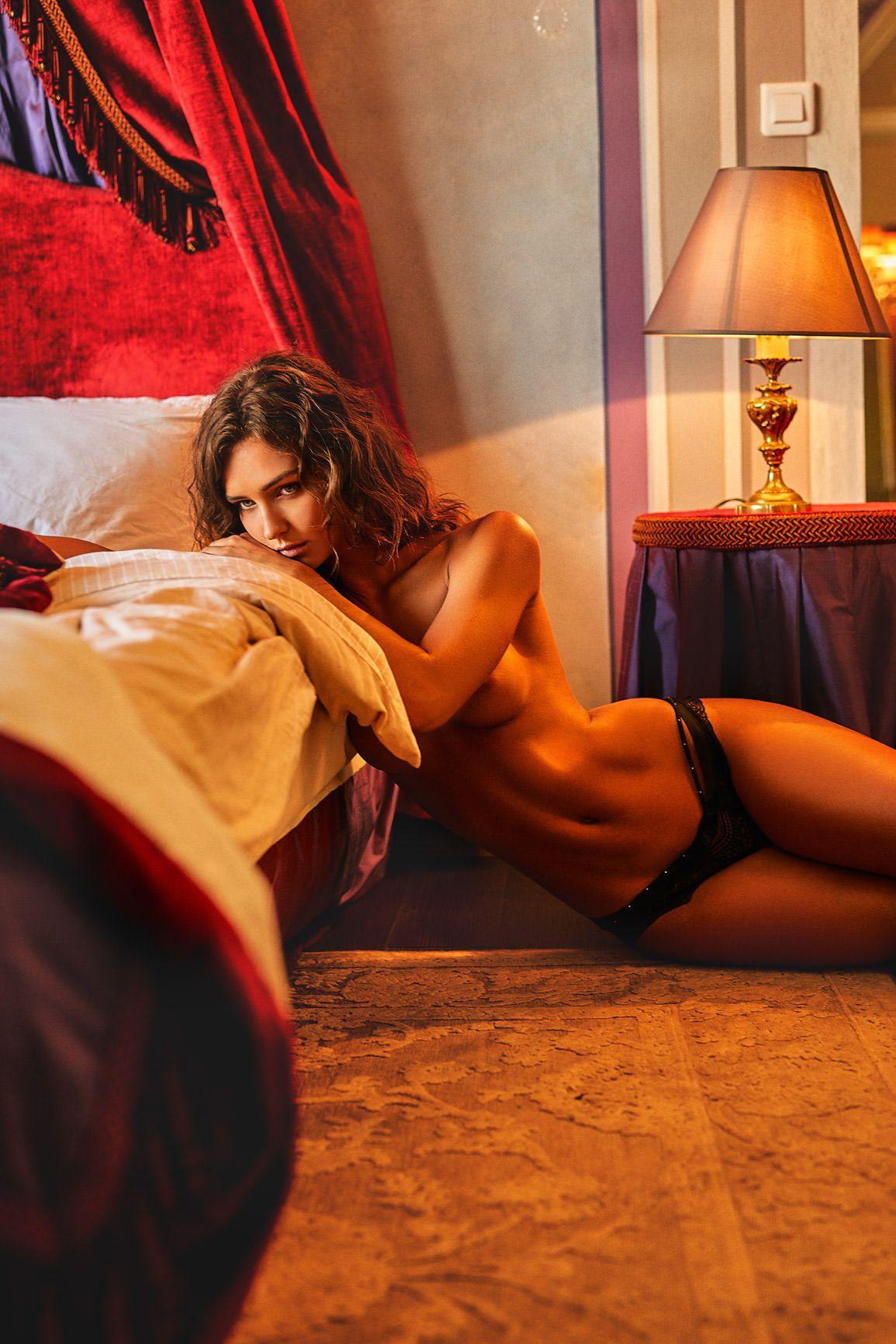 Rachel Cook Topless (9 Photos) 5