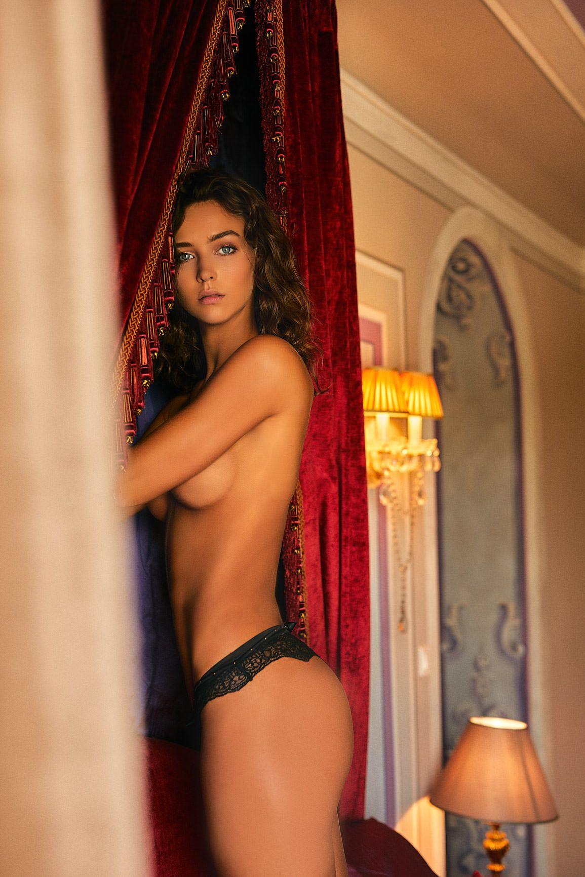 Rachel Cook Topless (9 Photos) 6