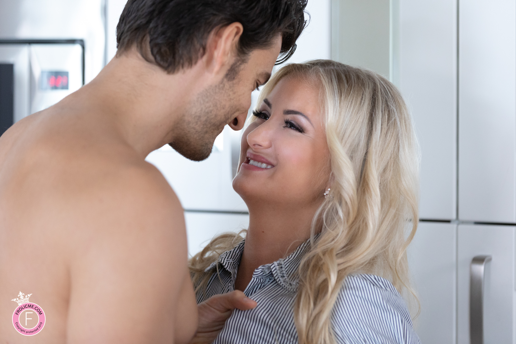 Frolicme: Passionate Desire - Erotic Sex Pics Of Some Spontaneous Fucking 6