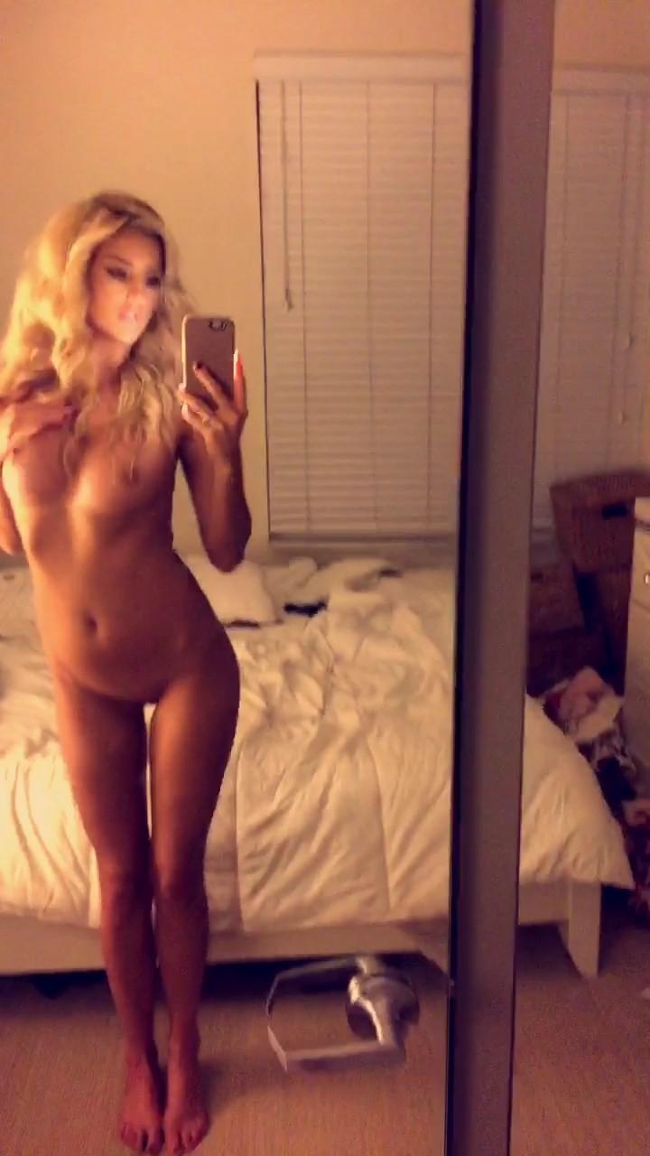 Emma Hernan The Fappening Nude 001