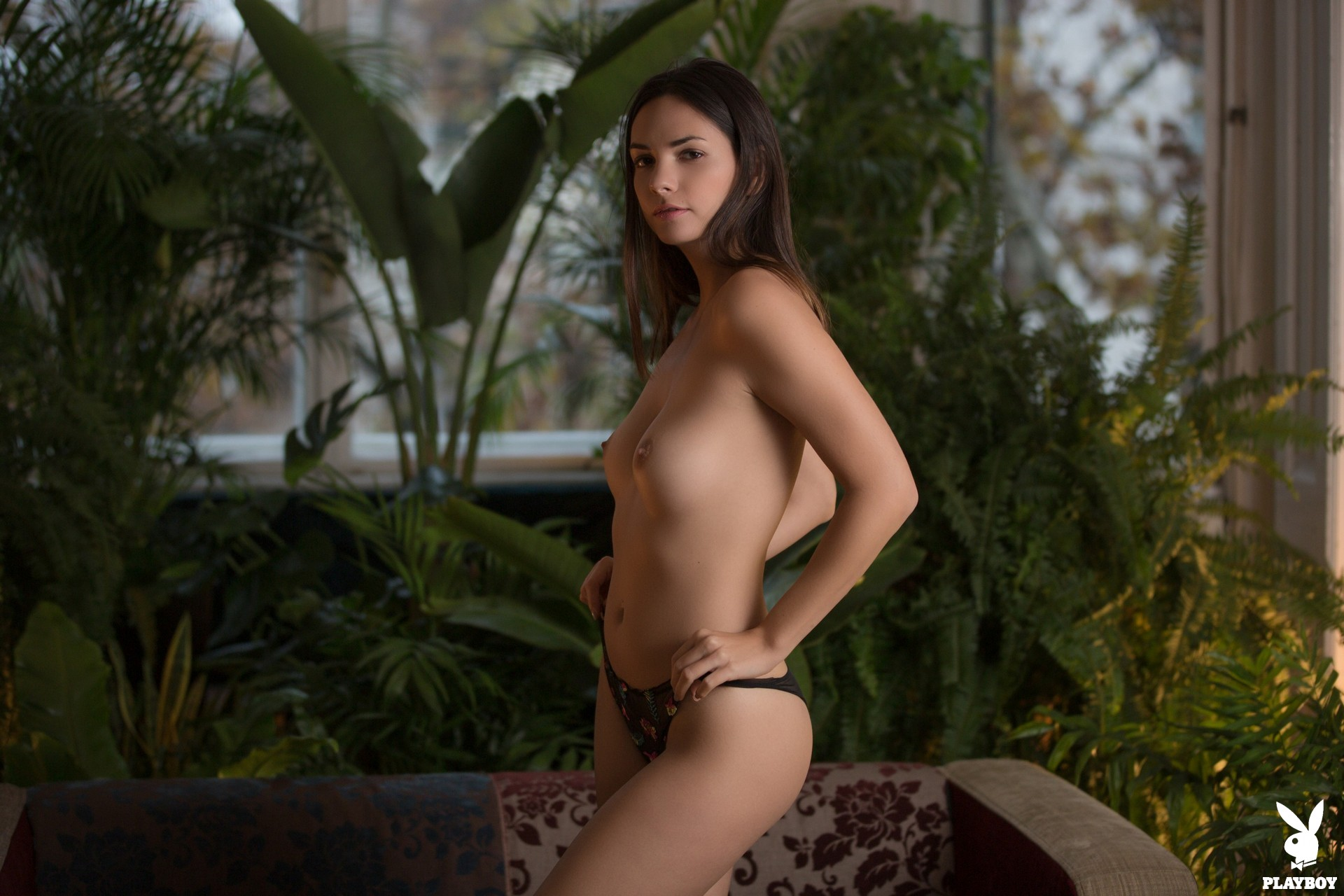 Flora Garai  nackt
