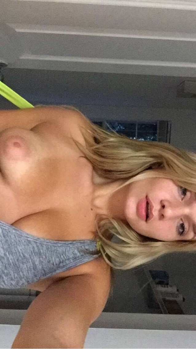 Zoie Burgher Nude And Sexy 008