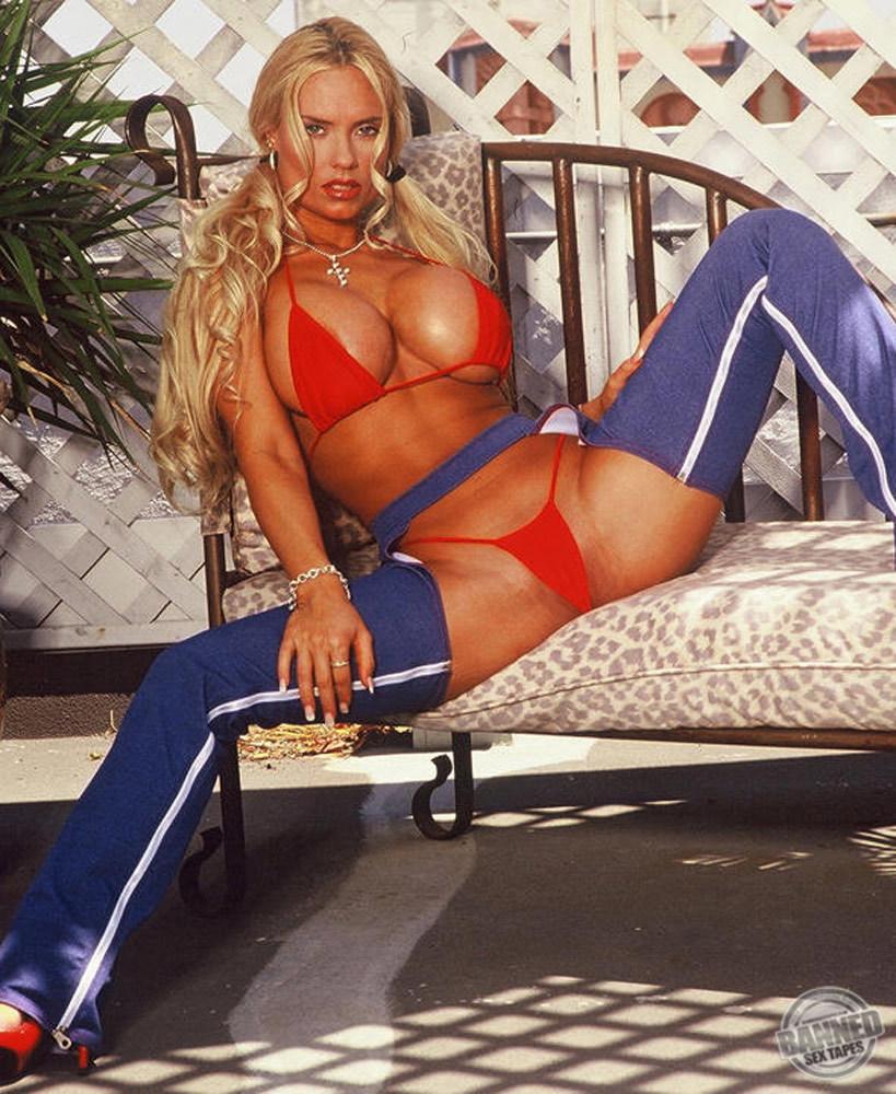 Nicole Coco Austin 040