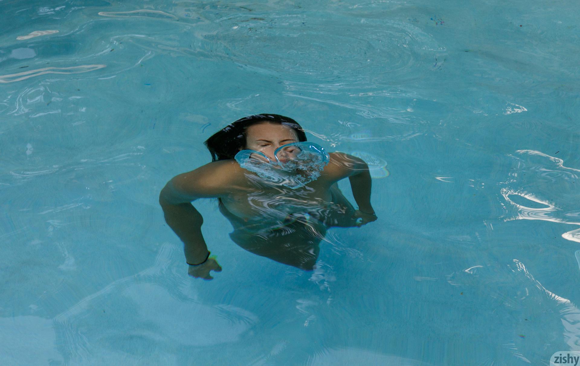 Lilo Mai Dolphin Bodies Zishy (44)