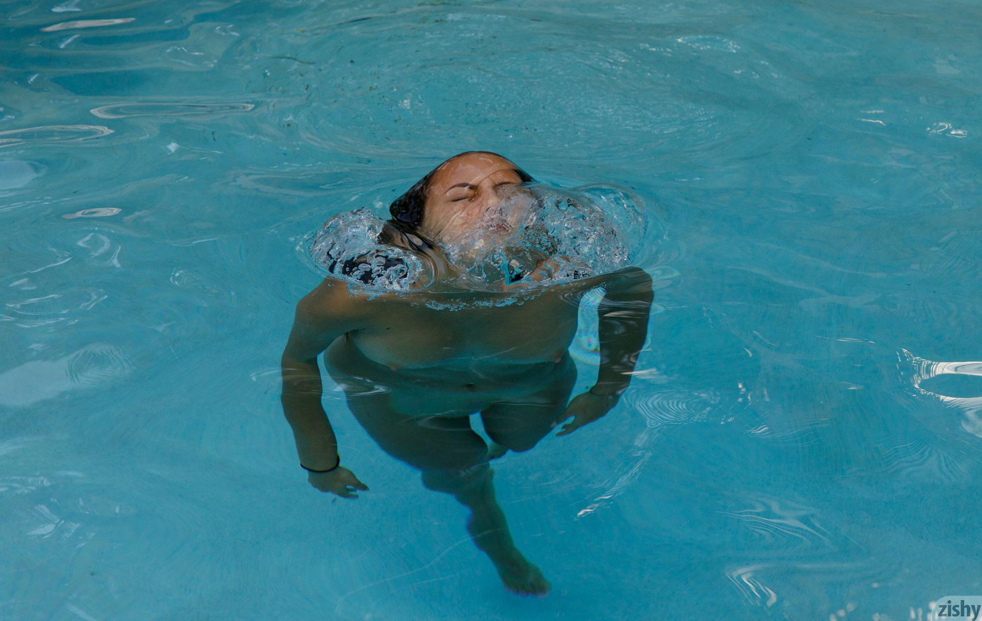 Lilo Mai Dolphin Bodies Zishy (45)