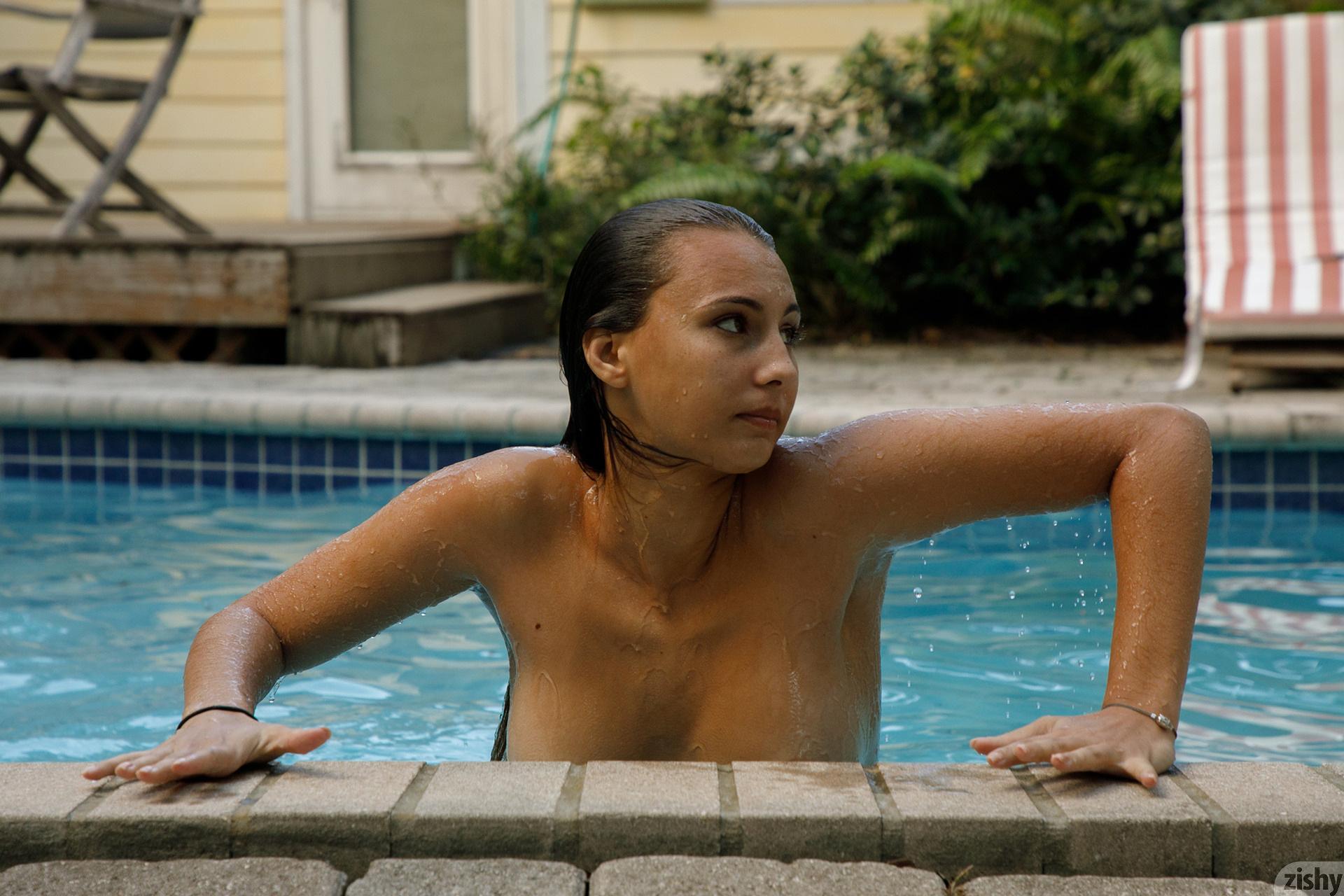 Lilo Mai Dolphin Bodies Zishy (55)