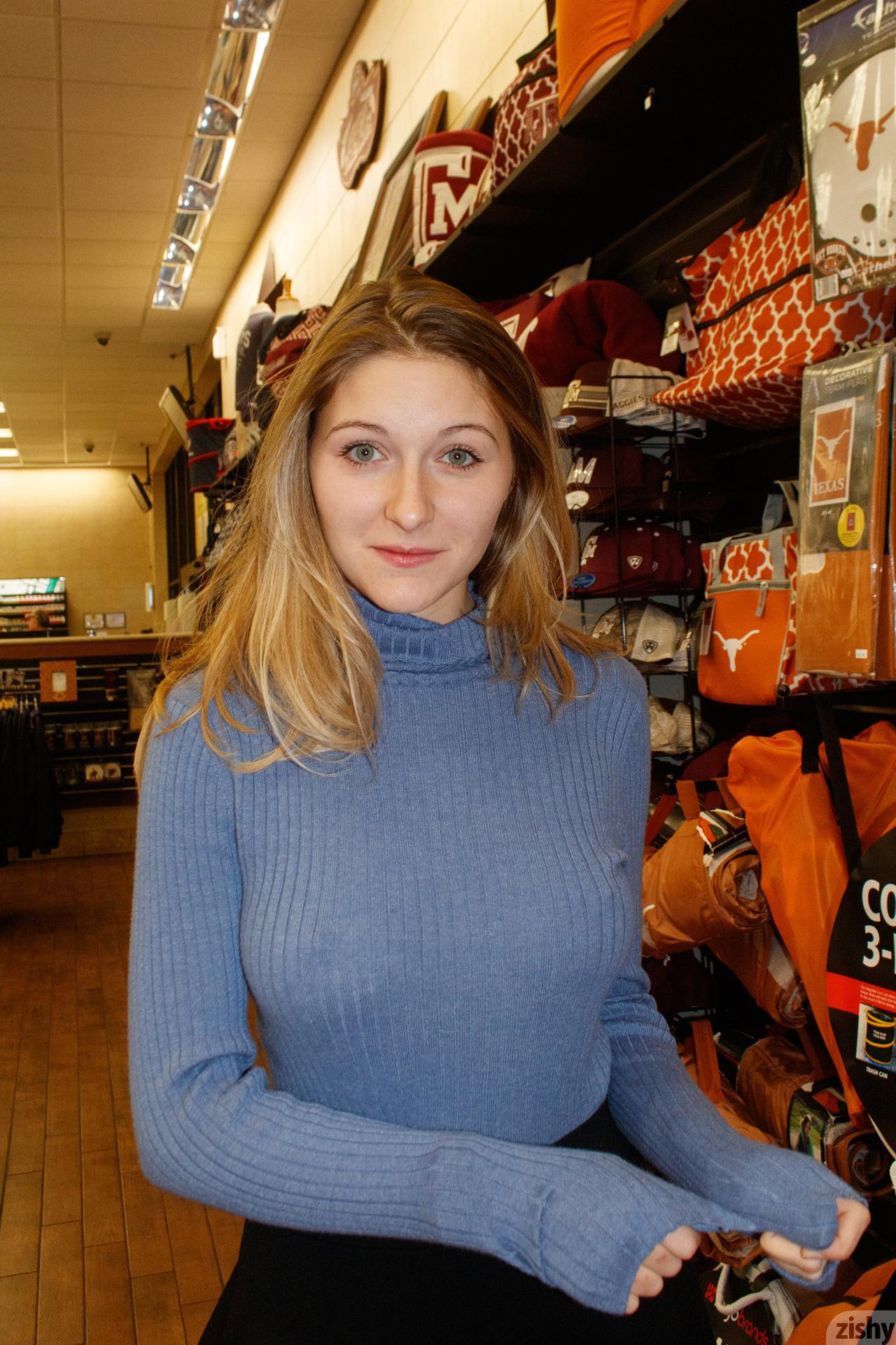 Katie Darling Whats Buc Ees Zishy (31)