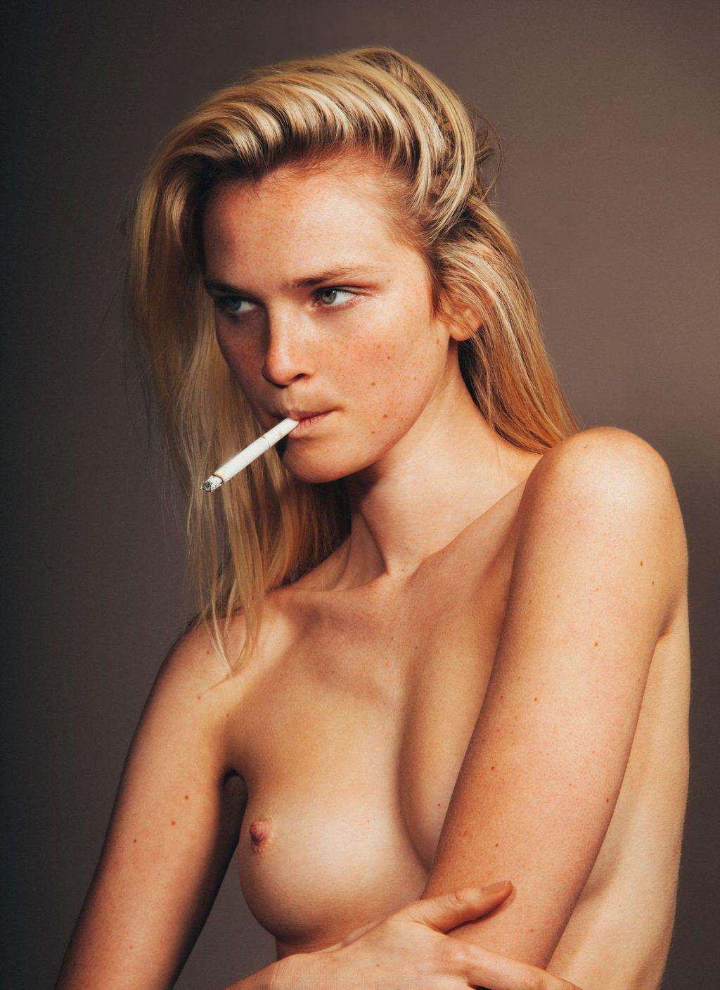 Alexa nackt Reynen Eva LaRue