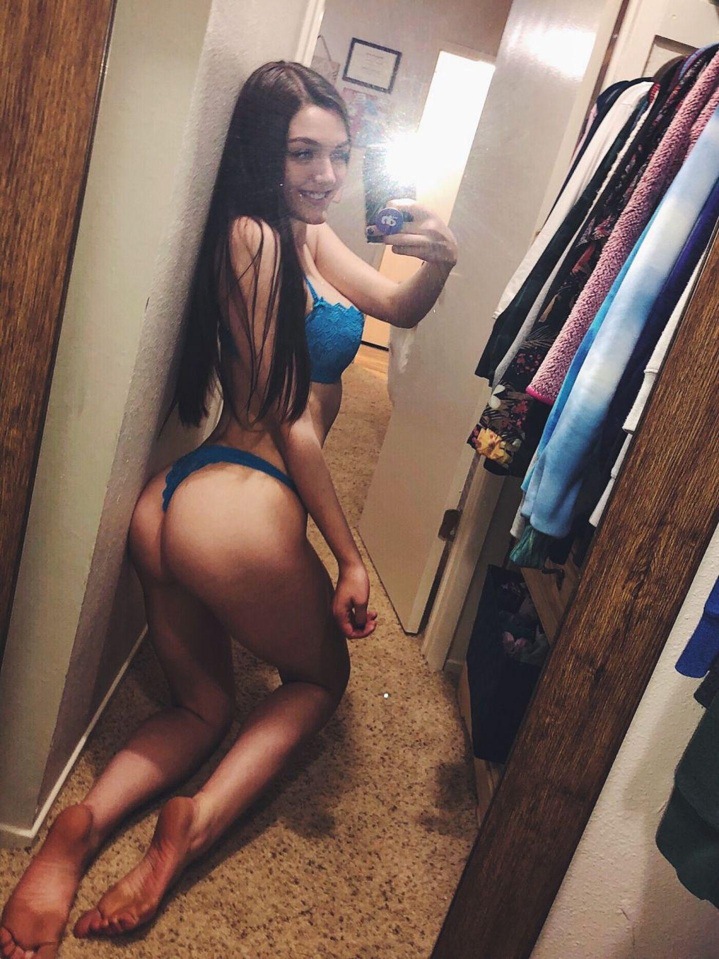 Ally Hardesty Nude & Sexy 001