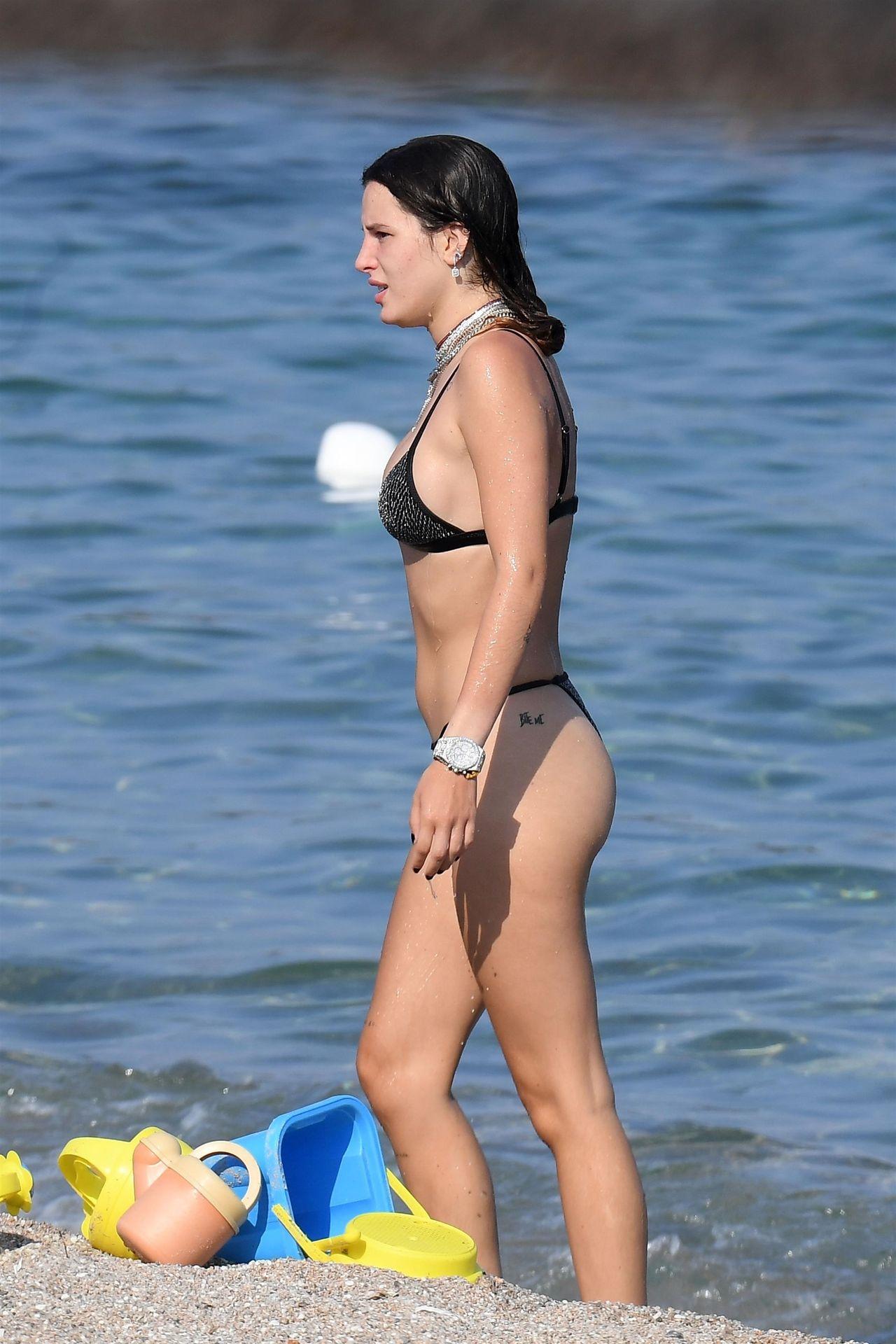 Bella Thorne Sexy 065