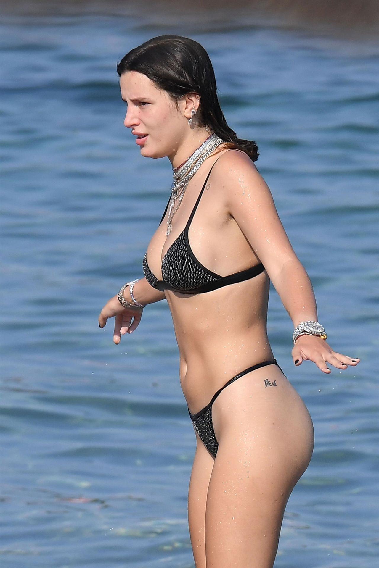 Bella Thorne Sexy 067