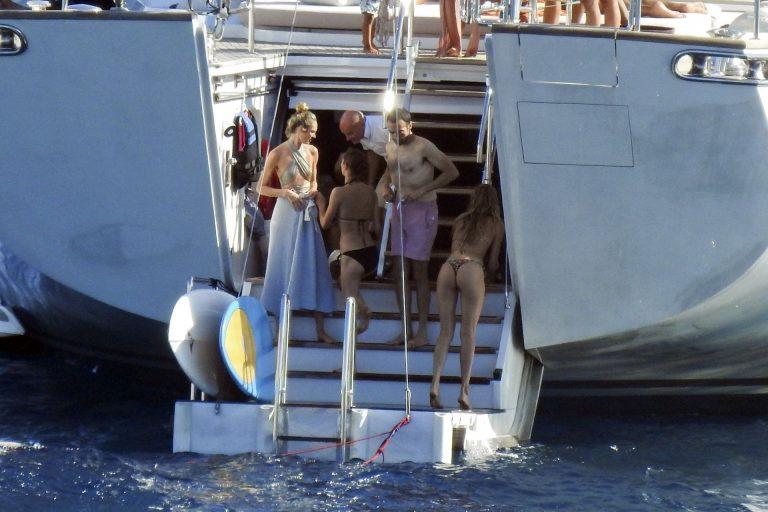 Doutzen Kroes Candice Swanepoel Joan Smalls Sexy Thefappeningblog.com 10 768x512