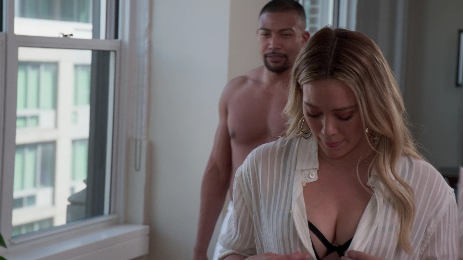 Hilary Duff Sexy – Younger 005