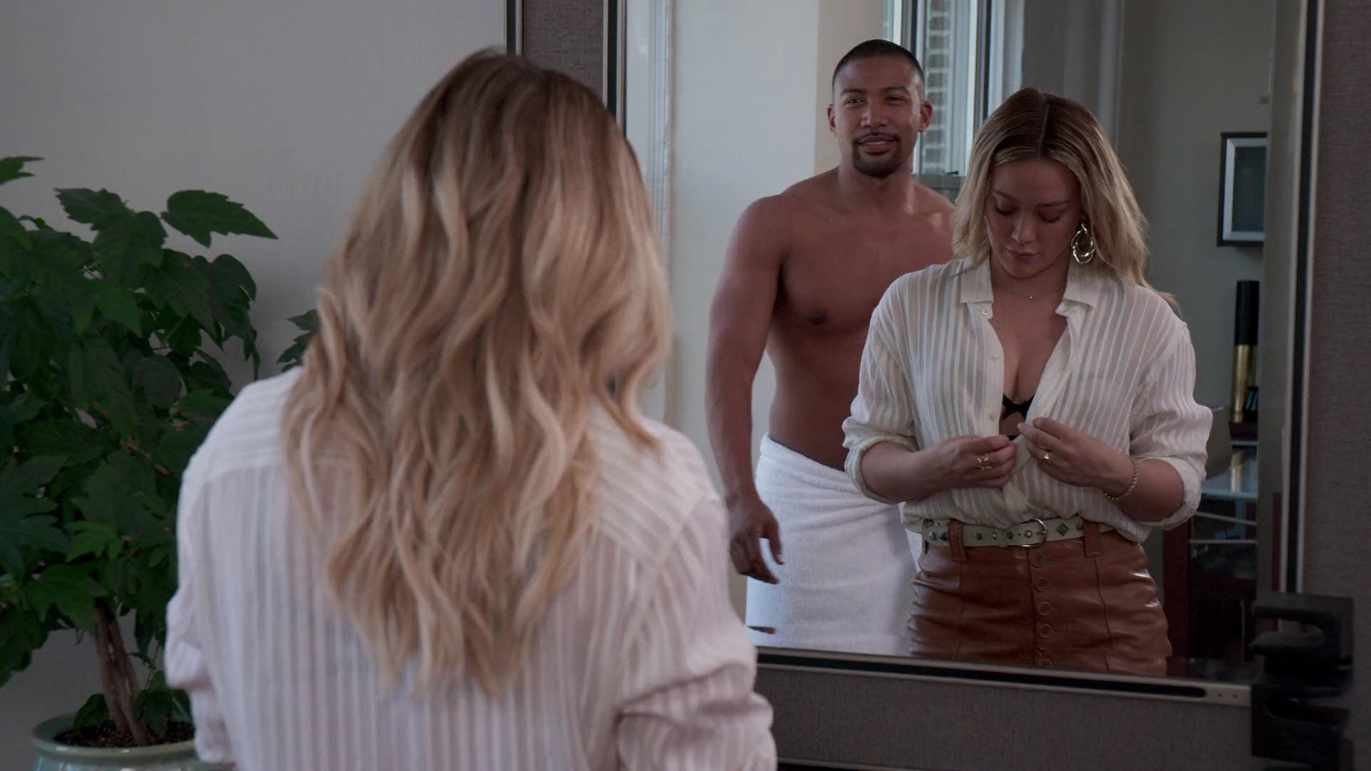 Hilary Duff Sexy – Younger 006