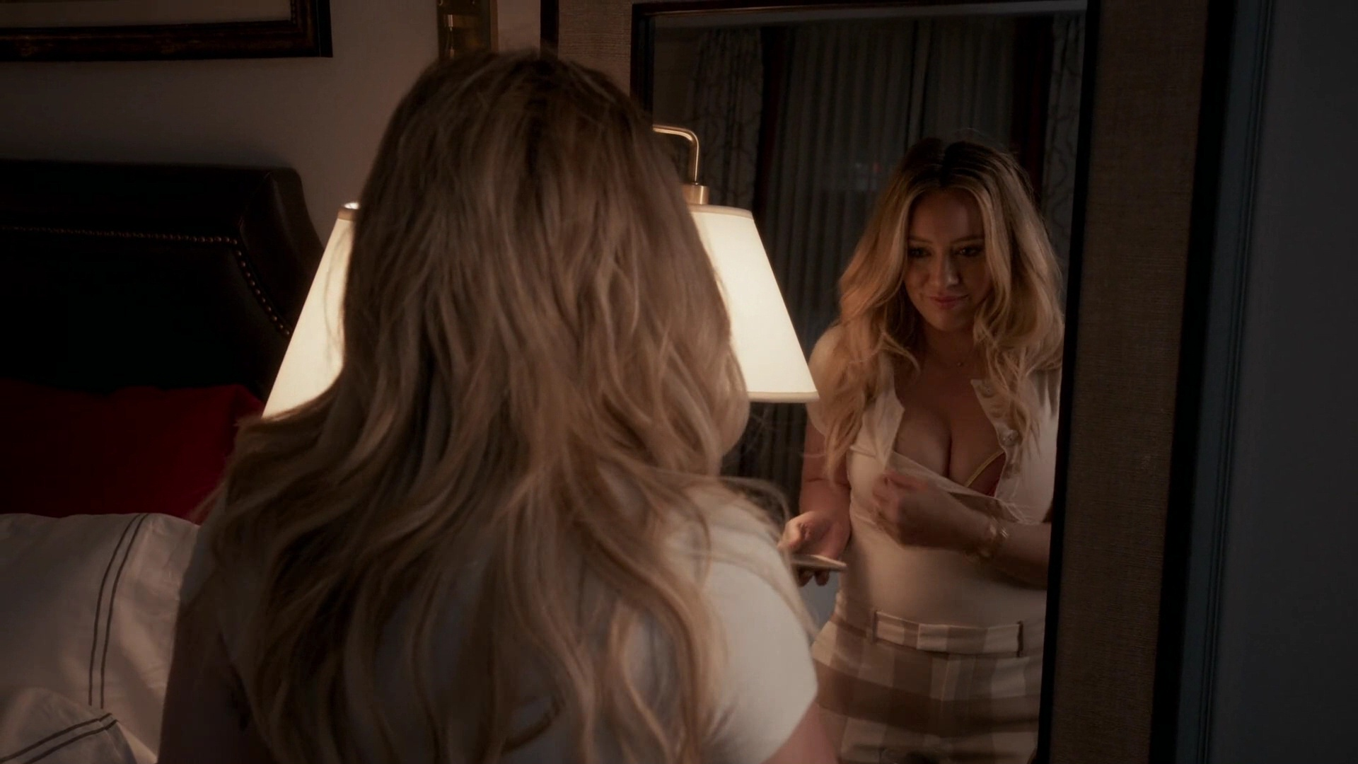 Hilary Duff Sexy – Younger 008