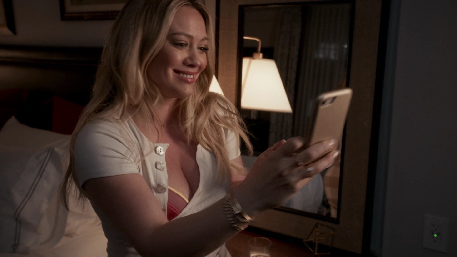 Hilary Duff Sexy – Younger 009