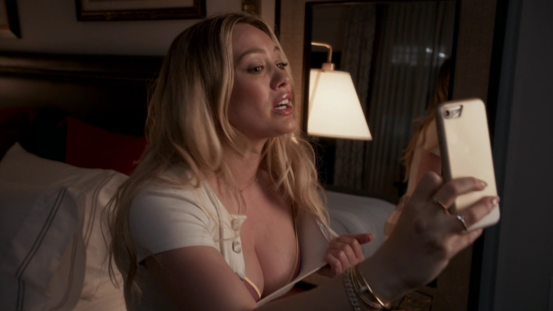 Hilary Duff Sexy – Younger 001