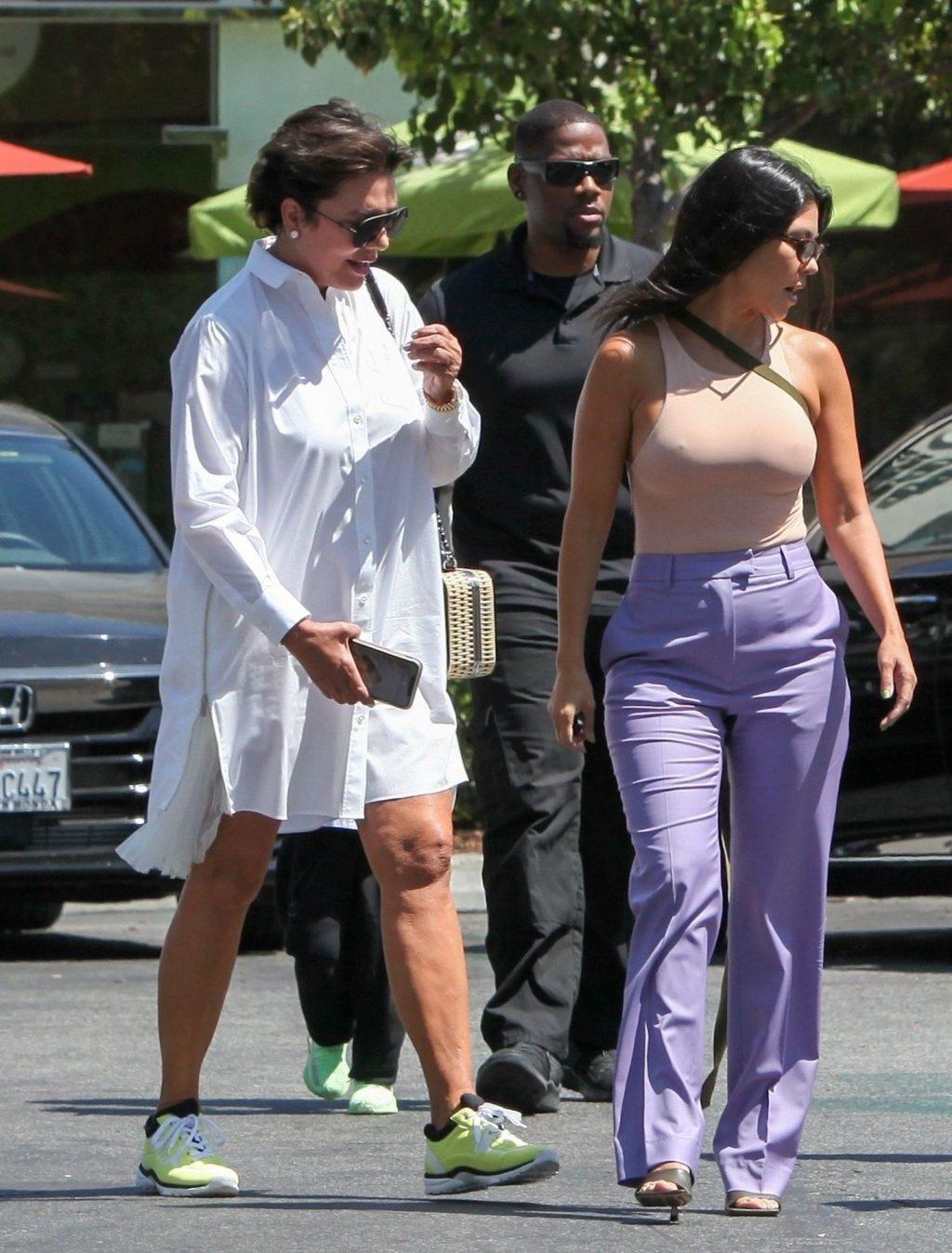 Kourtney Kardashian (3)