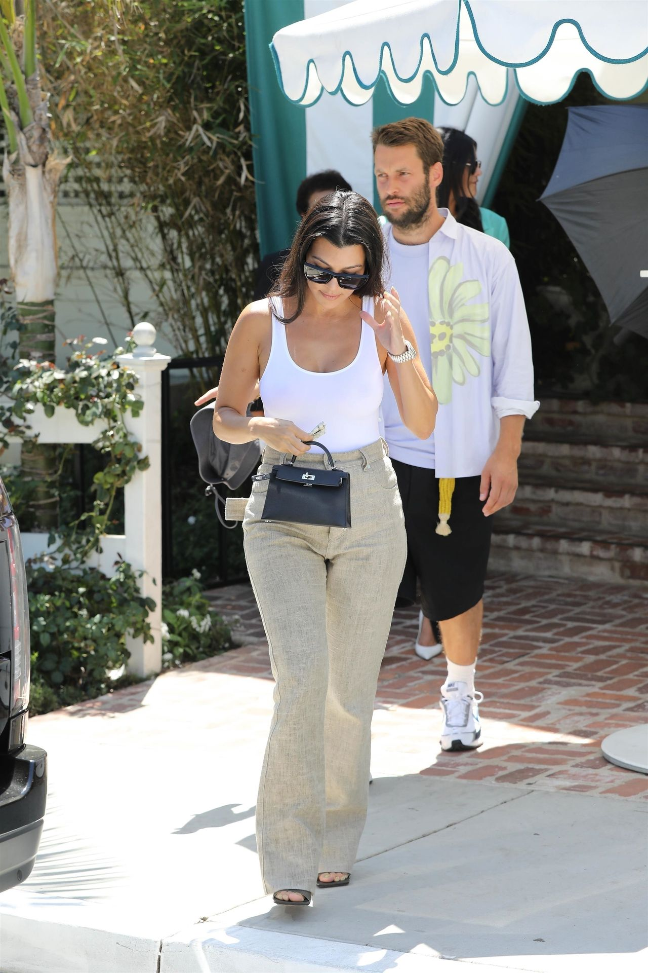 Kourtney Kardashian Braless 011
