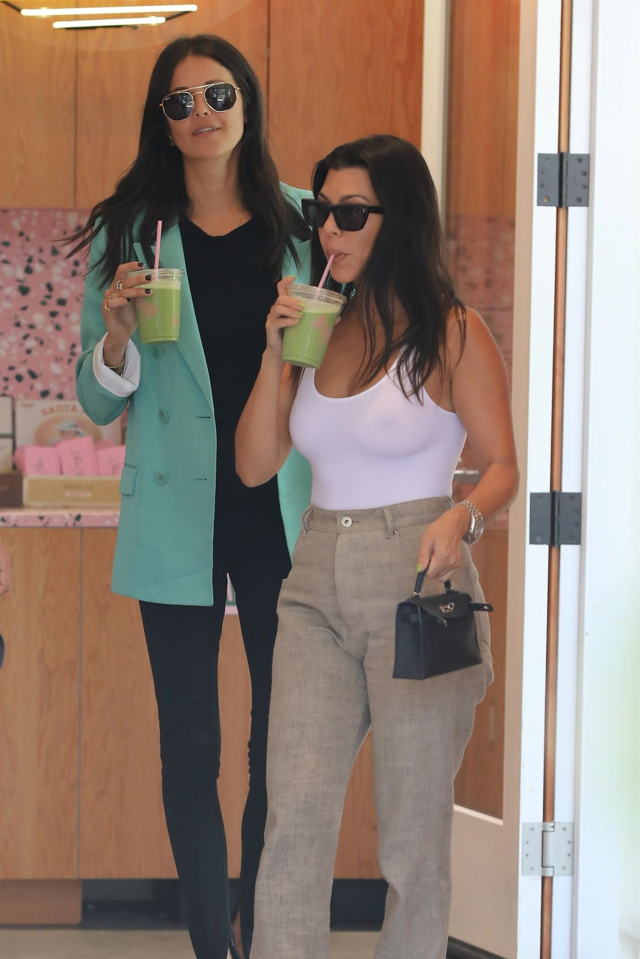 Kourtney Kardashian Braless 028