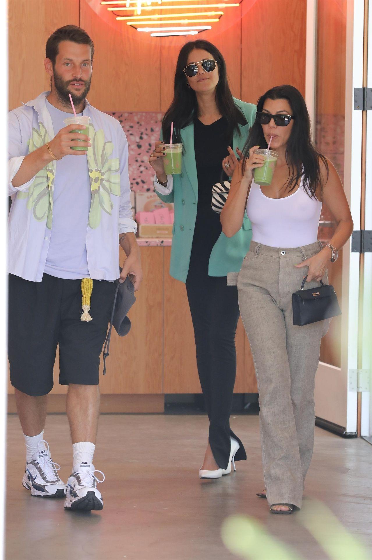 Kourtney Kardashian Braless 035