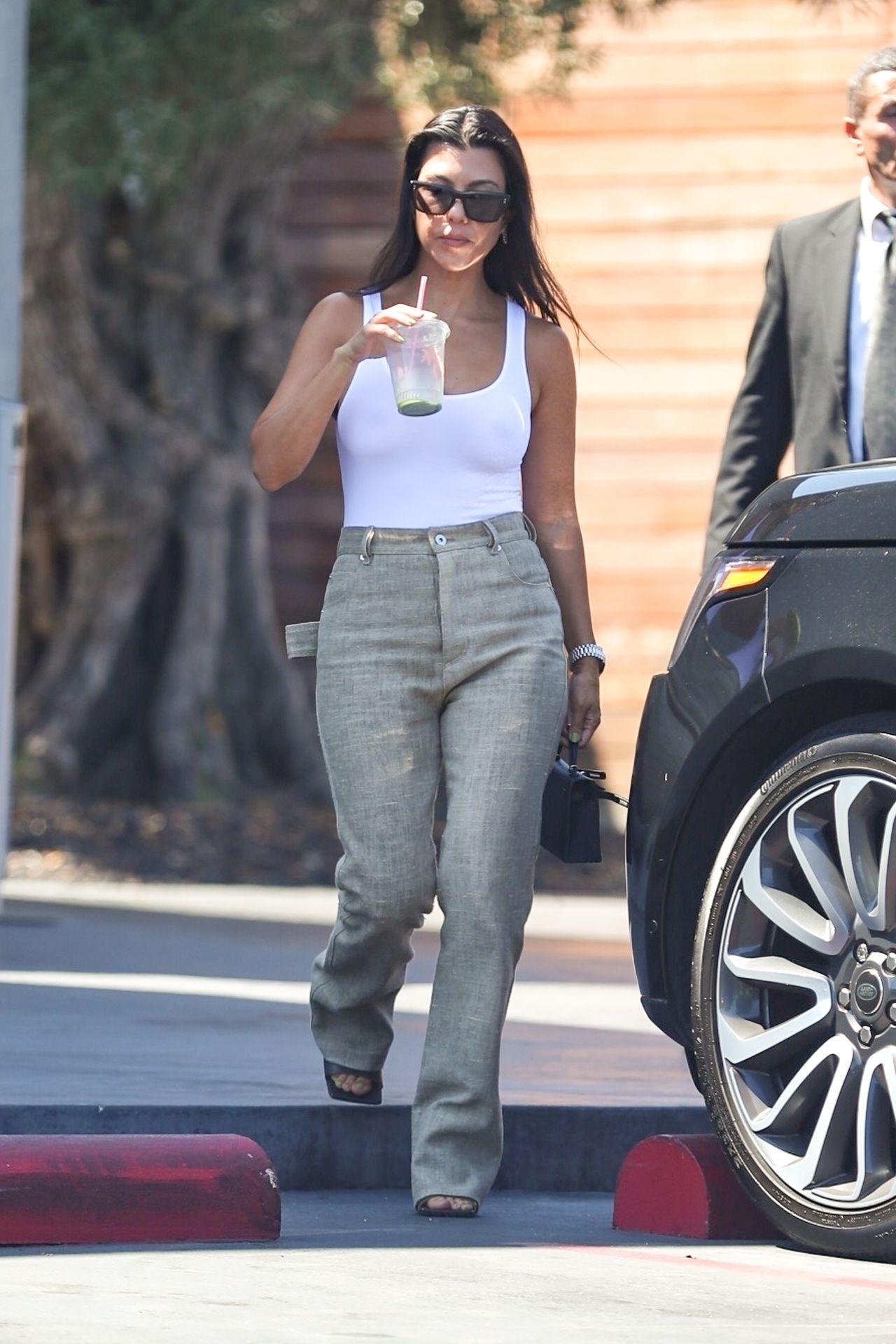 Kourtney Kardashian Braless 056