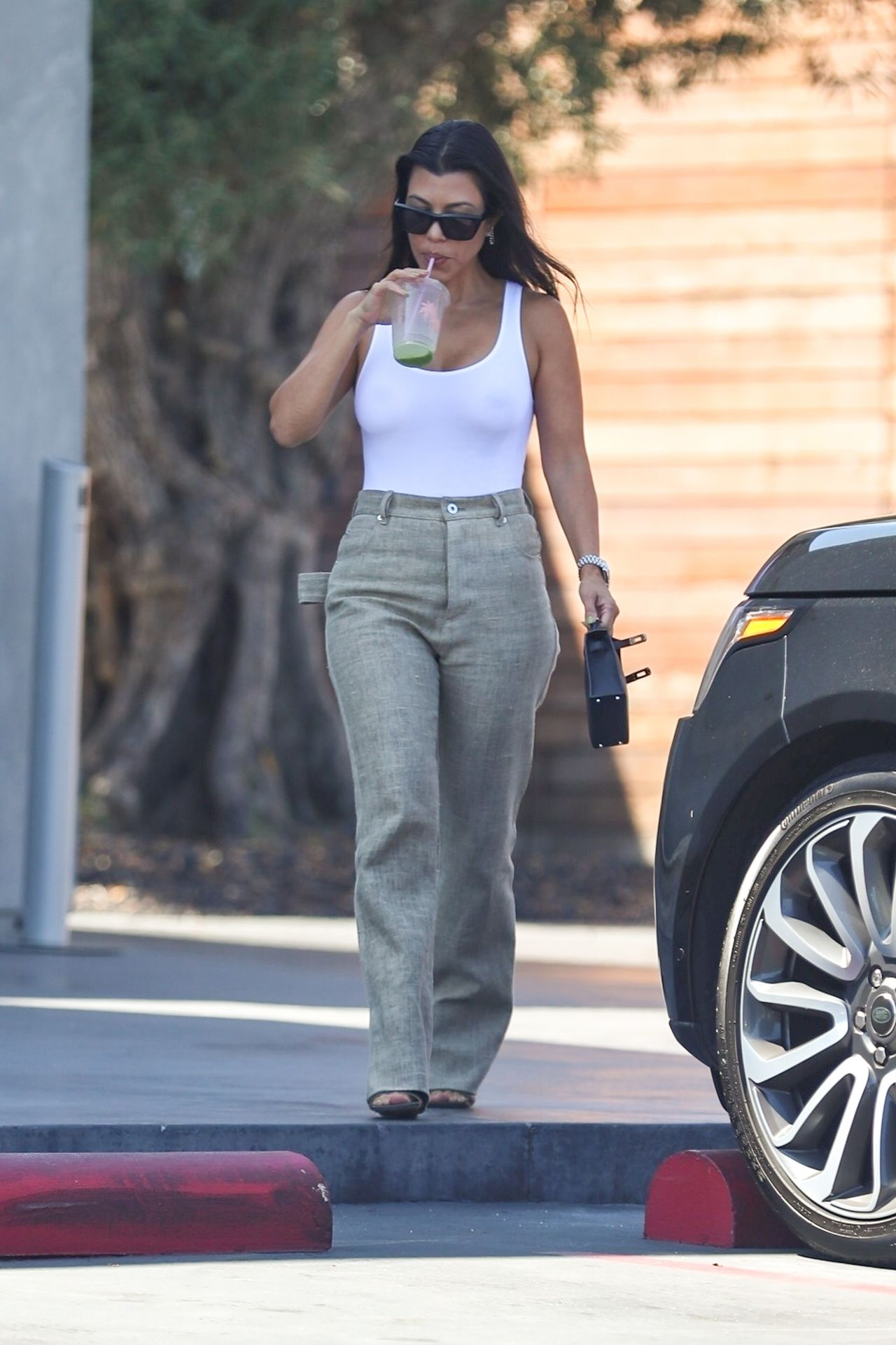 Kourtney Kardashian Braless 075