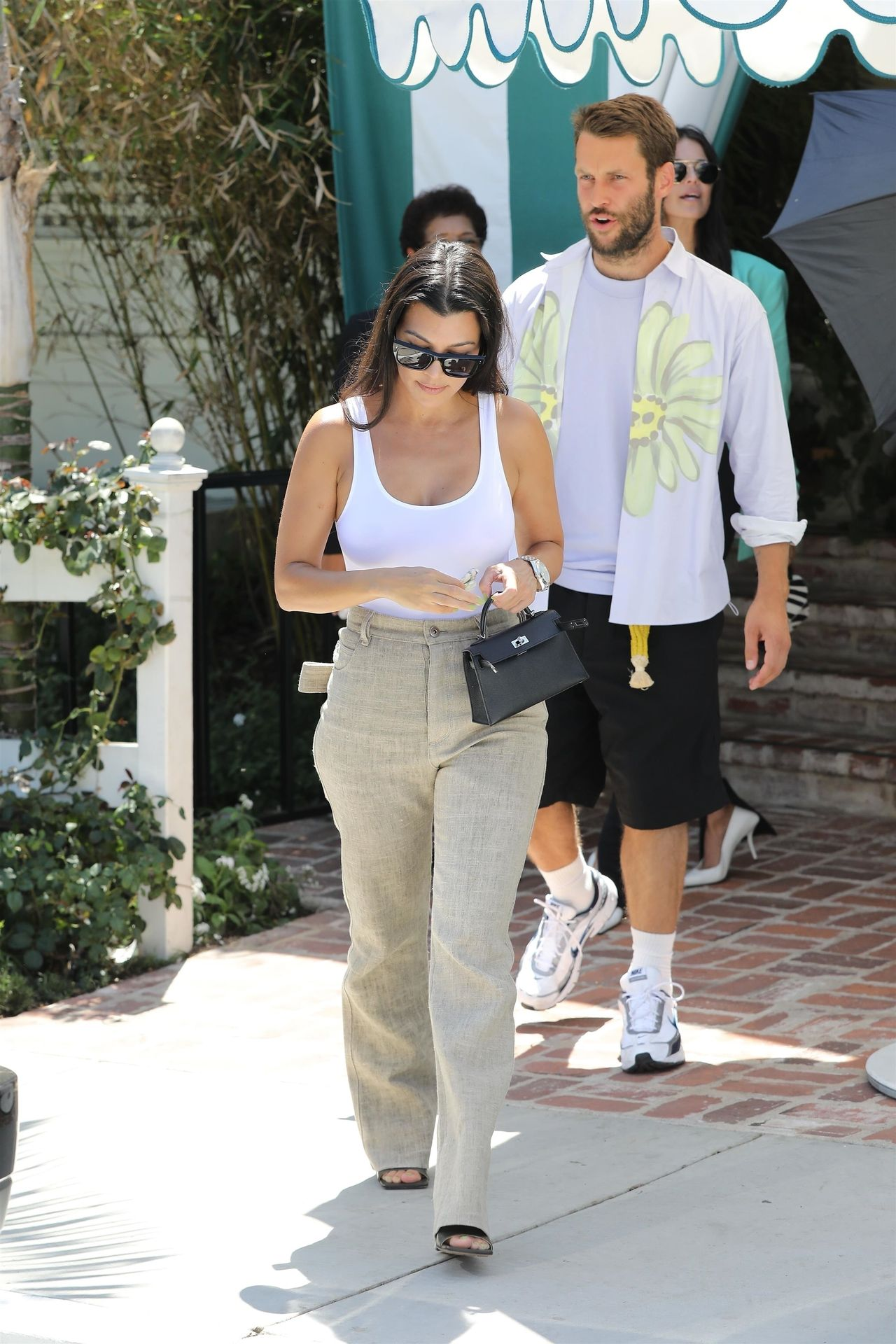 Kourtney Kardashian Braless 009