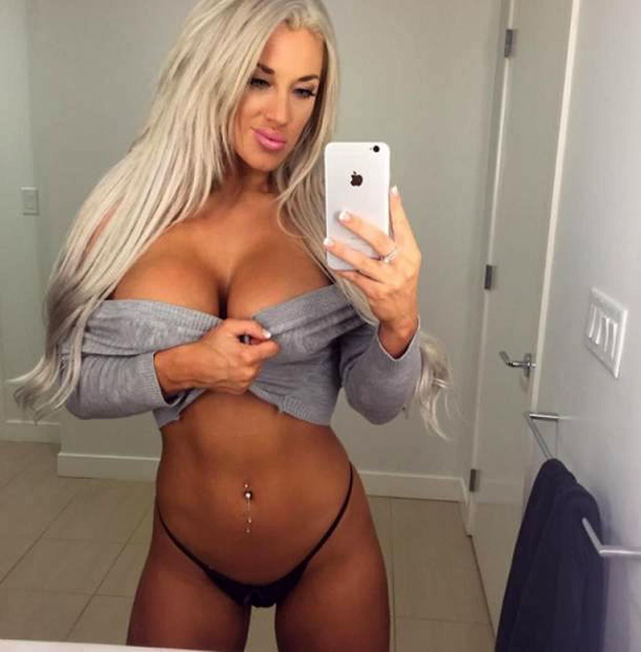 Laci Kay Somers Nude & Sexy 072